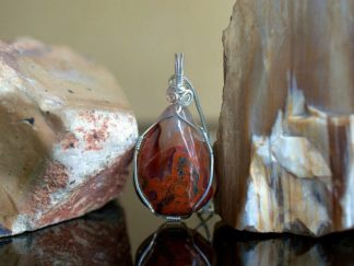 Flame like pattern, teardrop shape agate pendant