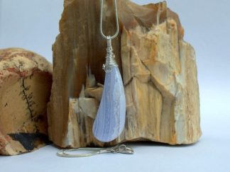 Blue agate gemstone, designed pendant jewelry