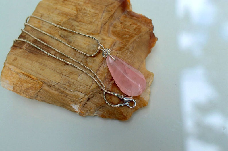 Transparent crystal Rose quartz pendant necklace