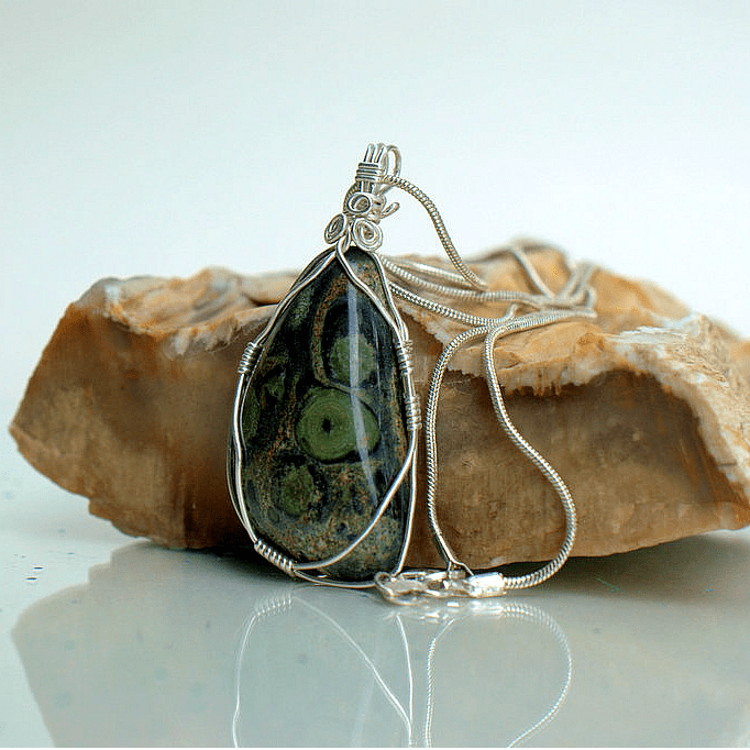 Exotic gemstone pendant