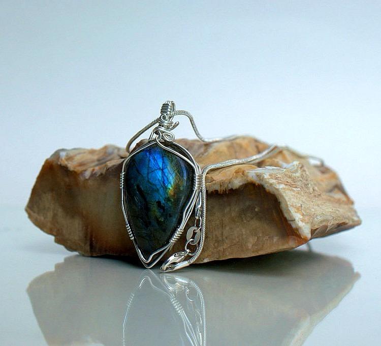 Light reflecting gemstone, Labradorite necklace