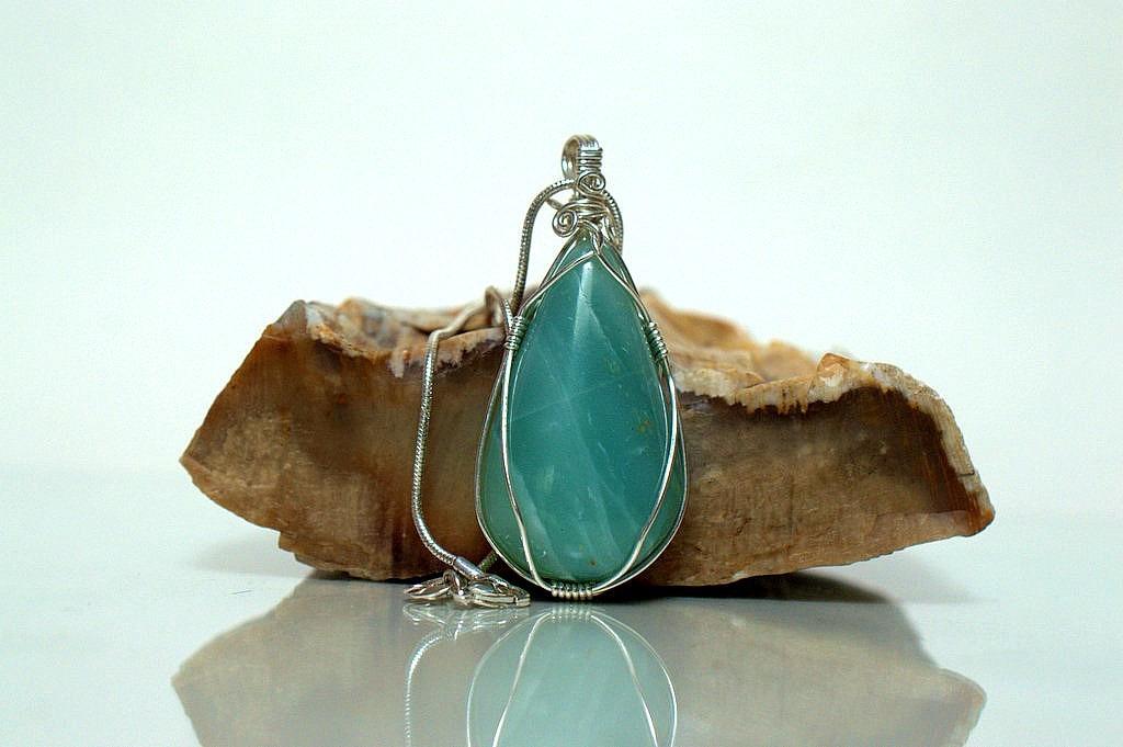 teardrop shape gemstone