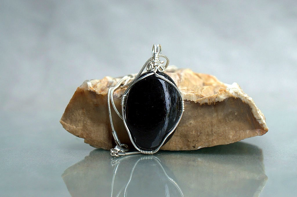 black protection stone