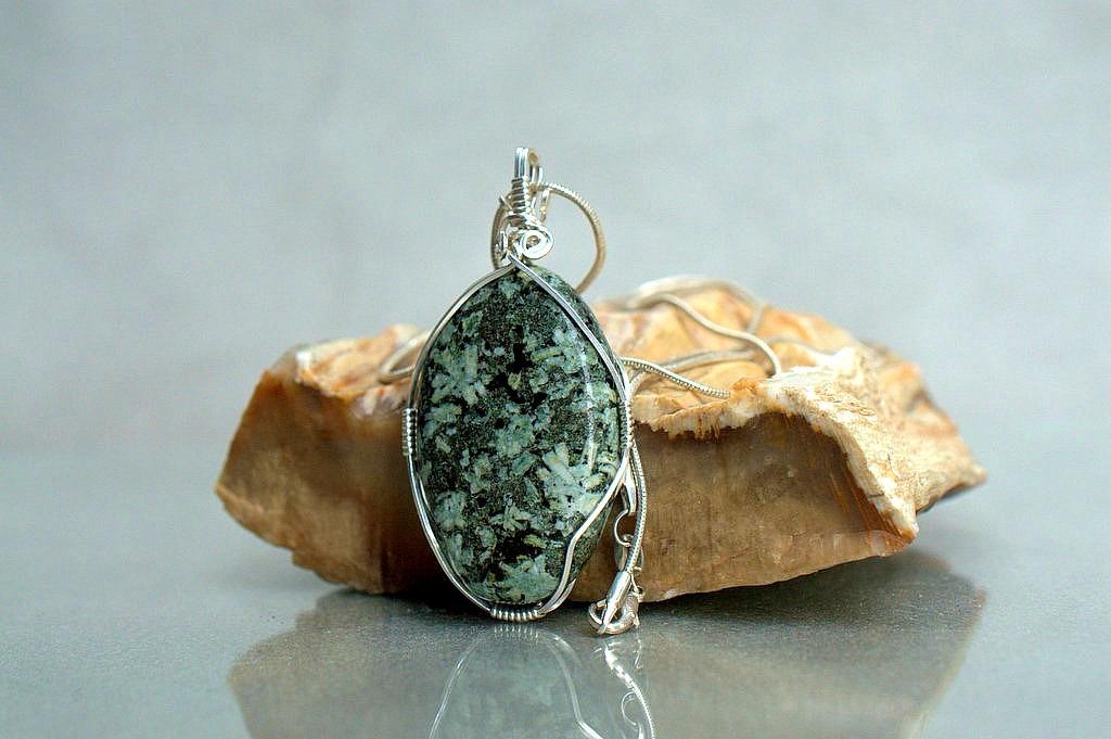 silver set stone