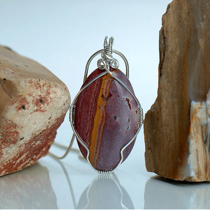 red gemstone with yellow wave pattern