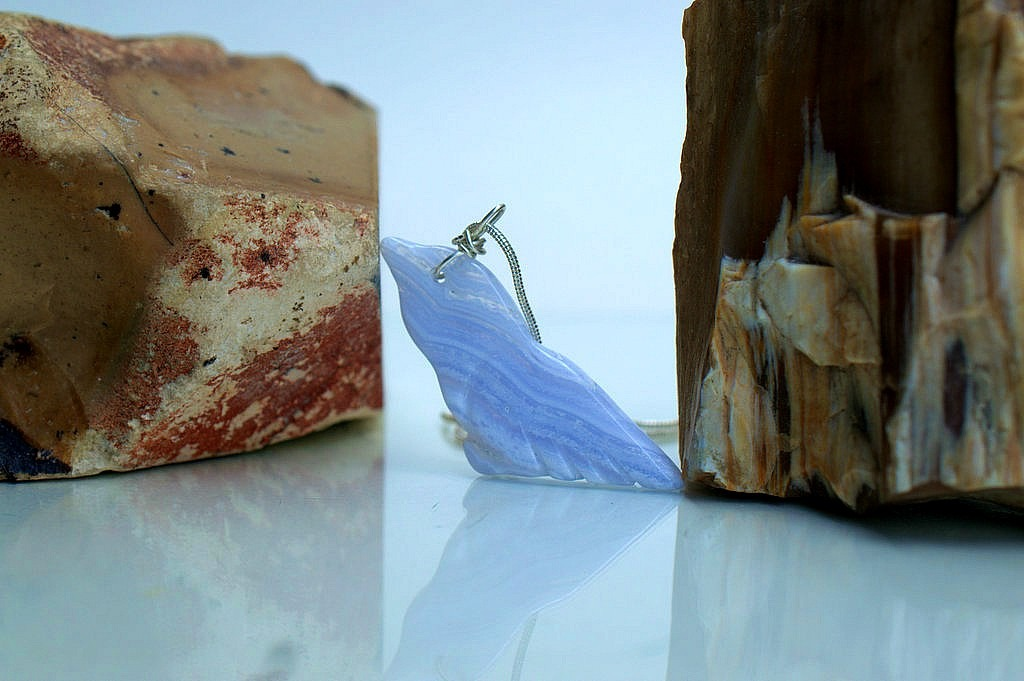 agate bird carving