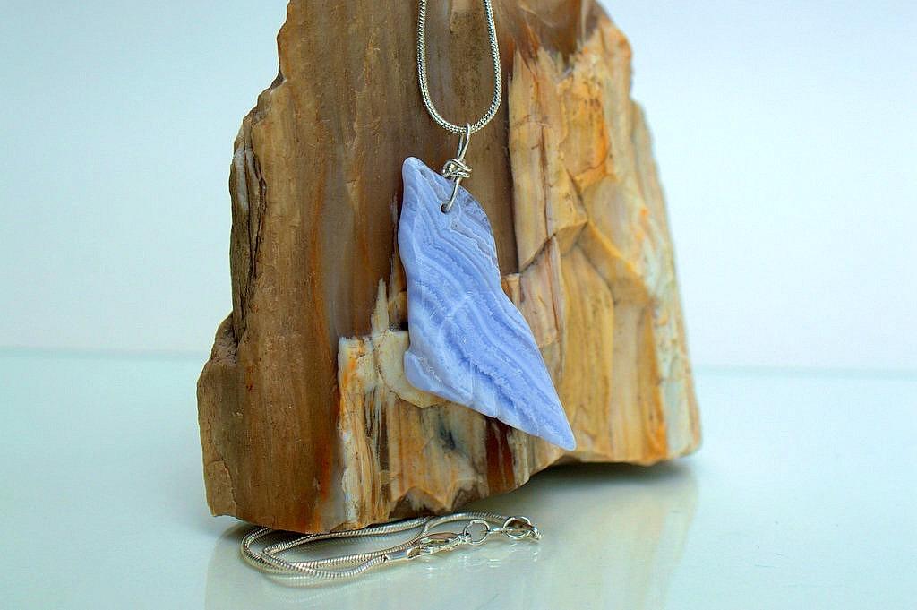 blue lace agate bird