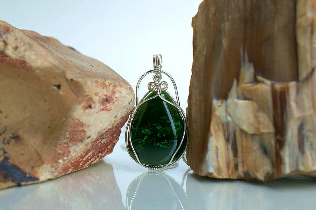 Natural green Jade stone pendant and necklace
