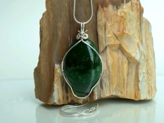 Large oval shape Canadian Jade pendant necklace