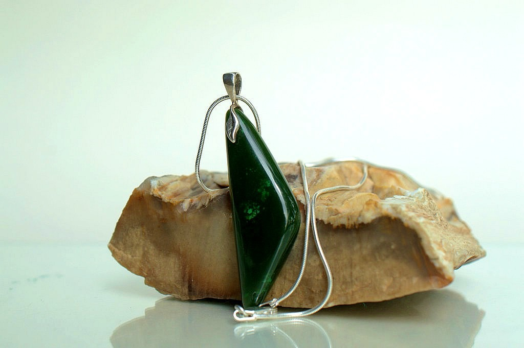 Designed real Jade stone modern necklace jewelry