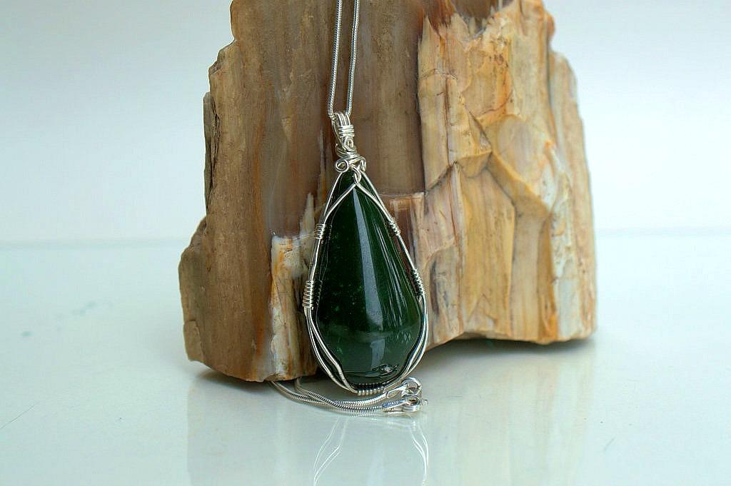 Genuine Jade dark green Canadian natural stone