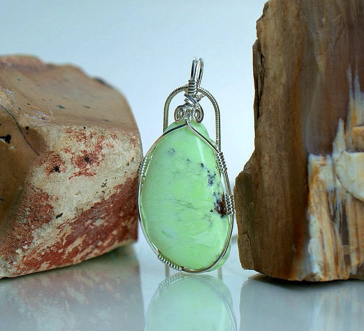 Opens the artistic talent, Chrysoprase necklace
