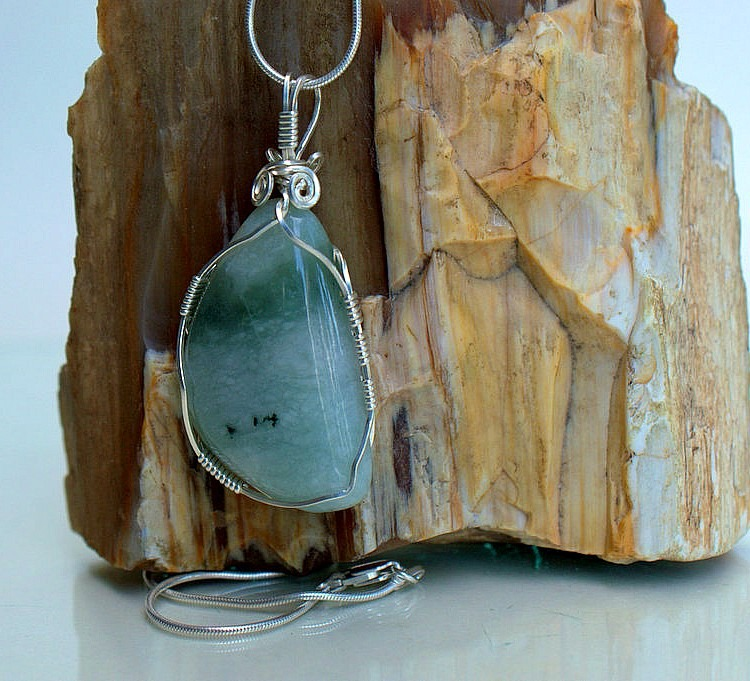 Jadeite crystal necklace, bringing the happiness