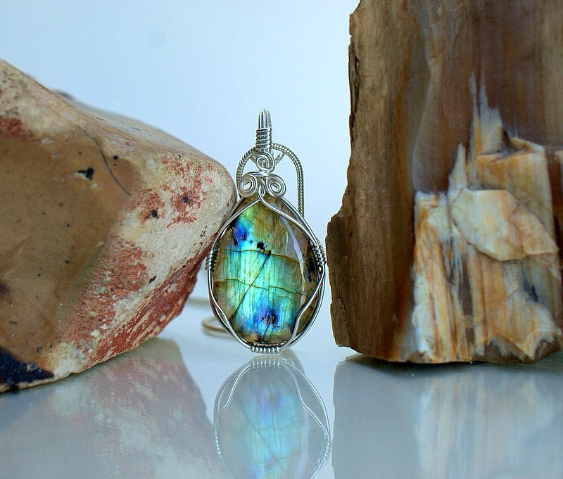 Canadian gemstone, Labradorite necklace pendant