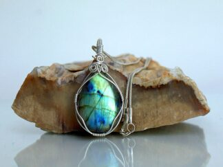 Light reflecting Canadian Labradorite gemstone pendant