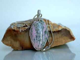 pink stone with green pattern pendant necklace